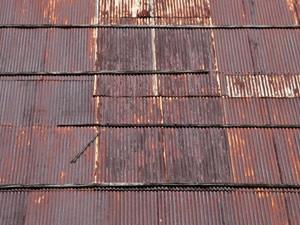 トタン屋根の修繕作業